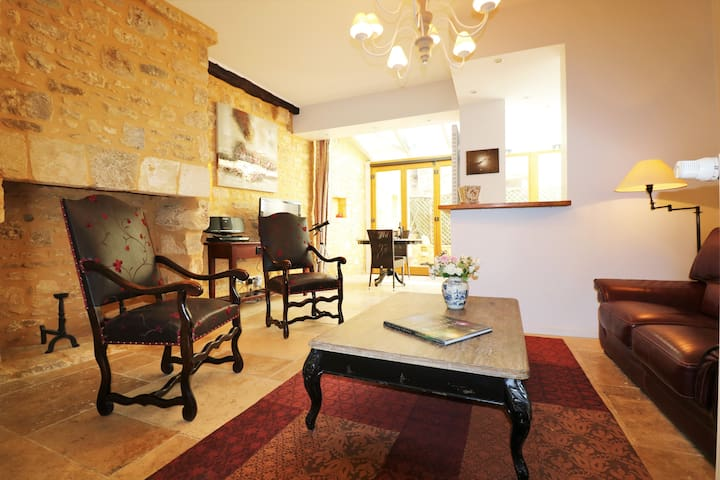 NEW**** A ROMANTIC HIDEWAY IN THE MEDIEVAL SARLAT