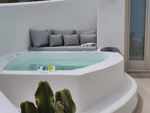 Lithos Houses 2 with private heated jacuzzi