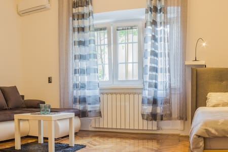 NEW Apartment Walking Distance to Main Square