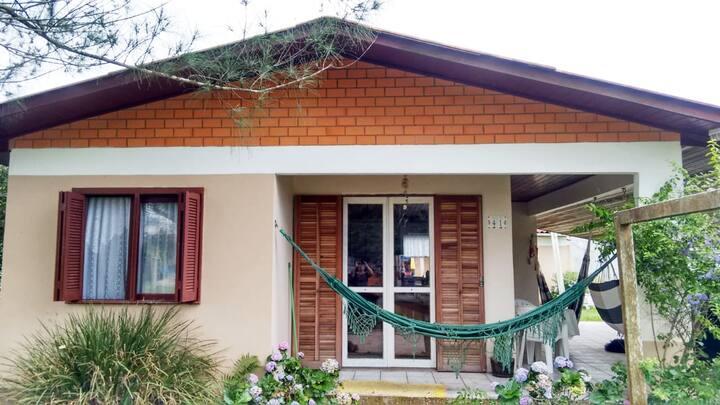 Casa aconchegante e ampla a 30 metros da praia