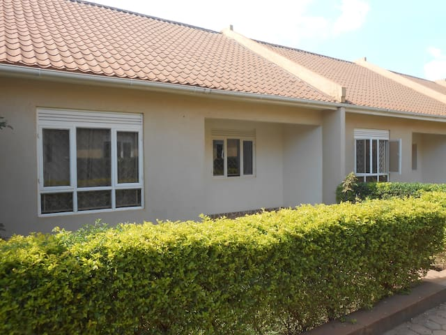 Garden Court Apartment #6, friendly SoHo Living - Kampala - Apartment
