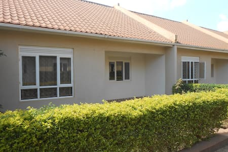 Garden Court Apartment #6, friendly SoHo Living - Kampala