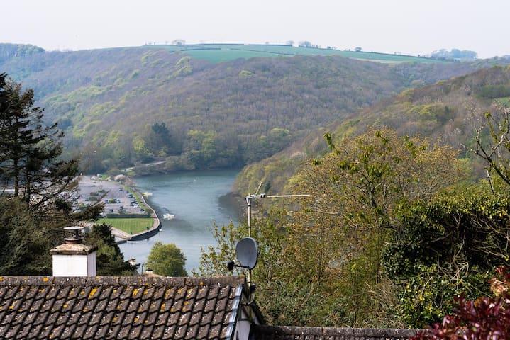 33 River View, Looe