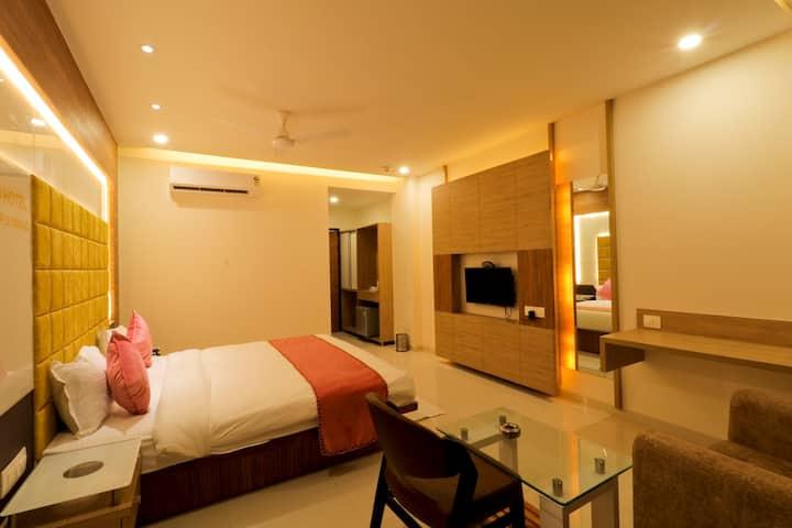 LUXURIOUS ROOMS WITH WIFI, BREAKFAST IN Vadodara.