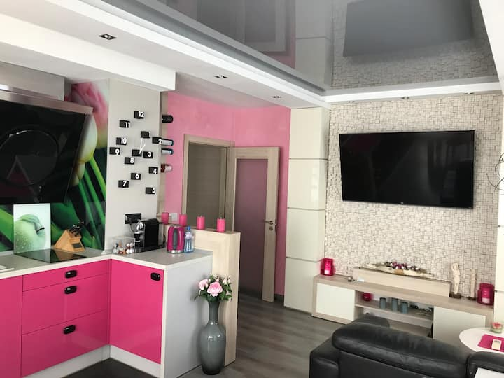 Modern 2 bedroom apartment for 3 or 4.