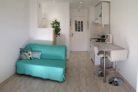 Nice apartment ideally located 50m from the beach. - フレジュス