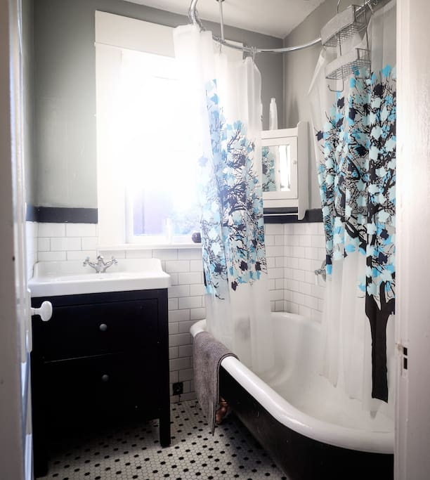 clawfoot tub and rainshower, oldstyle separate bathroom