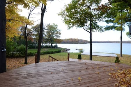 Exquisite Waterfront 4 bdrm House Newly Renovated - Vaudreuil-Dorion - Huis