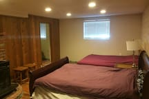 big bedroom in basement suite walk to uvic bus