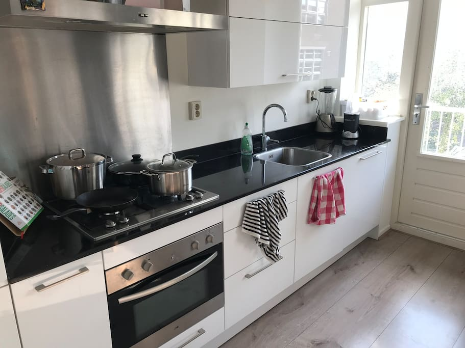 Kitchen with gaspits, oven, microwave and dishwasher