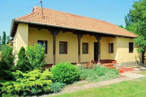 Rustiek boerenhuisje vlakbij Eger
