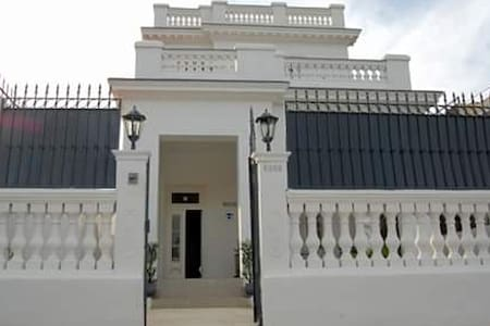 Houses, Apartments & Vacation Rentals for Large Groups in Havana ...