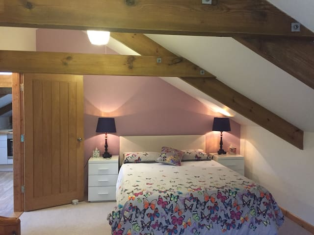Renovated Hayloft on working farm away from it all - Cornwall