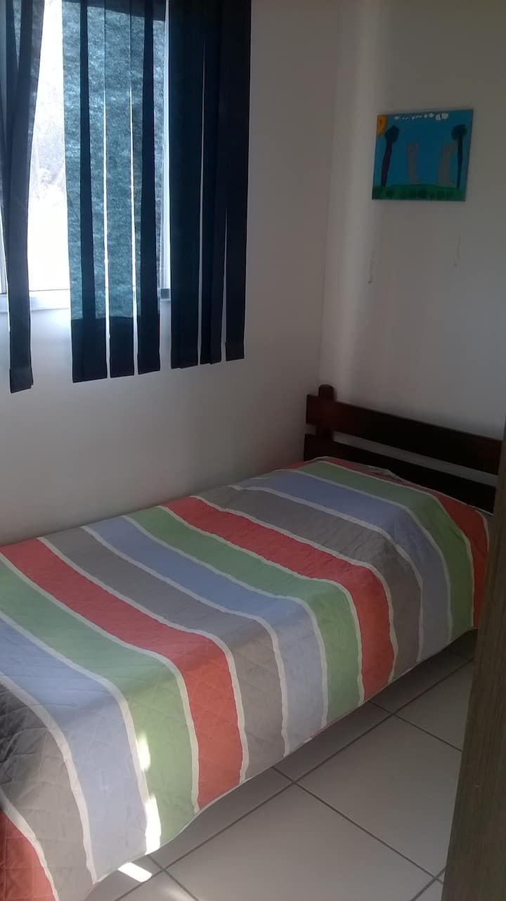 Alugo quarto privativo. Preferência para mulheres
