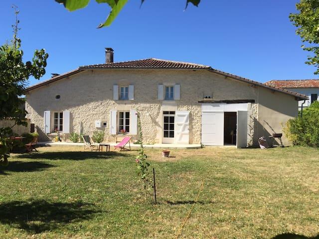 Maison de vacances en Charente (piscine chauffée)