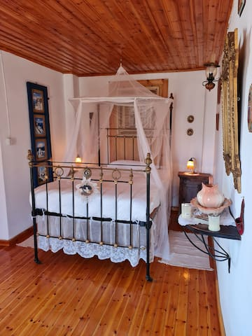 Bedroom that opens up on the balcony