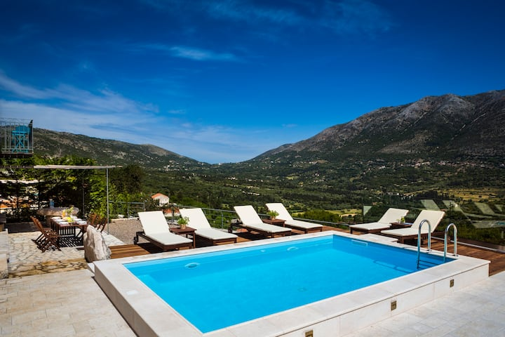 Iconic Villas - Villa Rosa with private pool