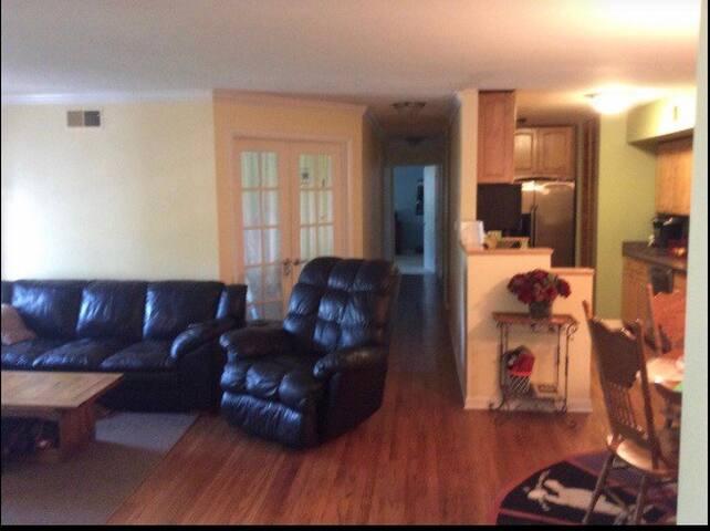 3 bedroom condo in northwest suburbs