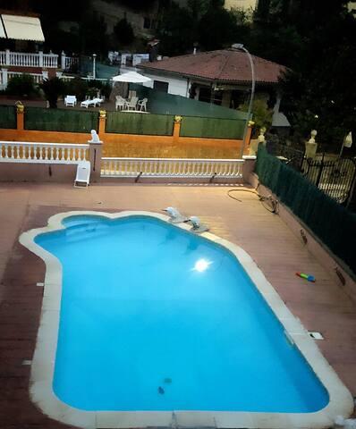 Preciosa Casa con piscina En Urbanización