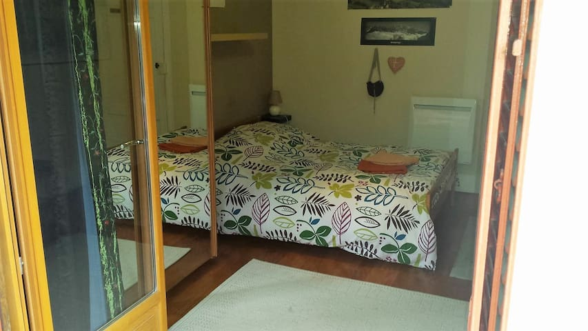 Nice Bedroom with balcony - Bourg-Saint-Maurice - Bed & Breakfast