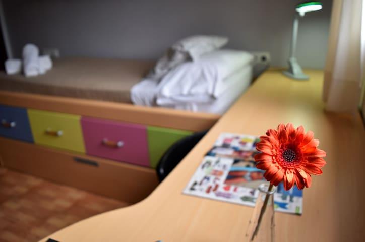 dormitorio con cama nido (90x200)