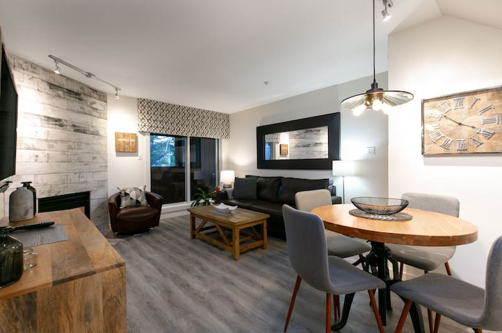48 Glaciers Reach this 2br home has a hot tub & pool in Whistler Village