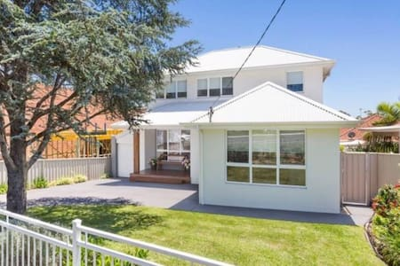Spacious and modern family home in Woolooware - Woolooware