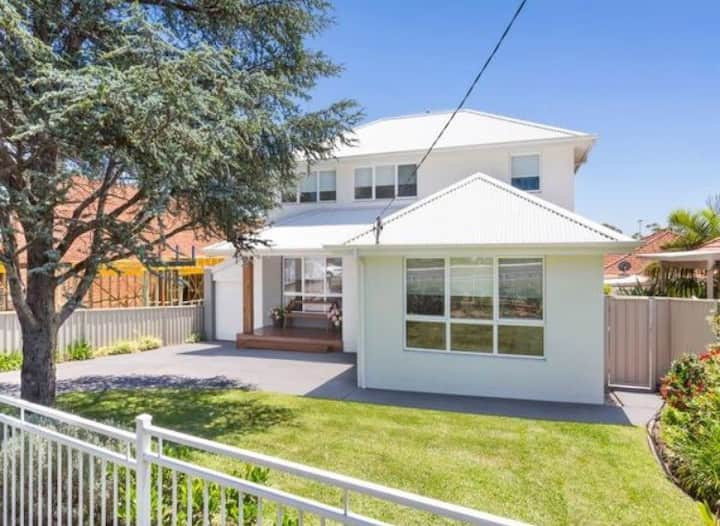 Spacious and modern family home in Woolooware