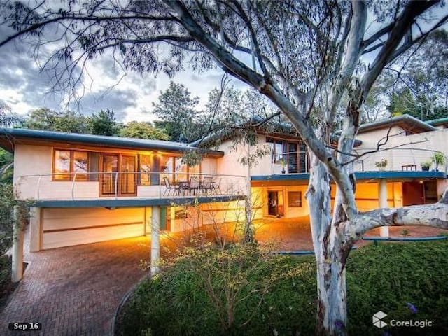 Tree Top apartment with city outlook-Albury