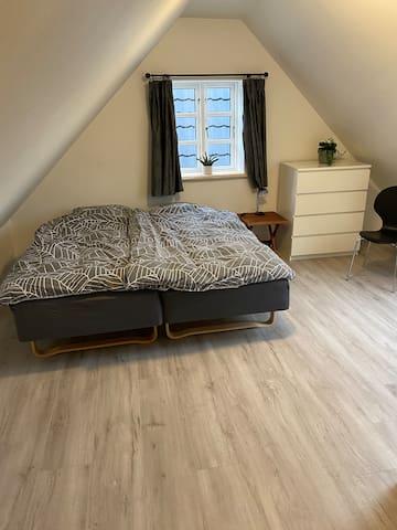 Værelse 1/bedroom 1.  1. Sal
