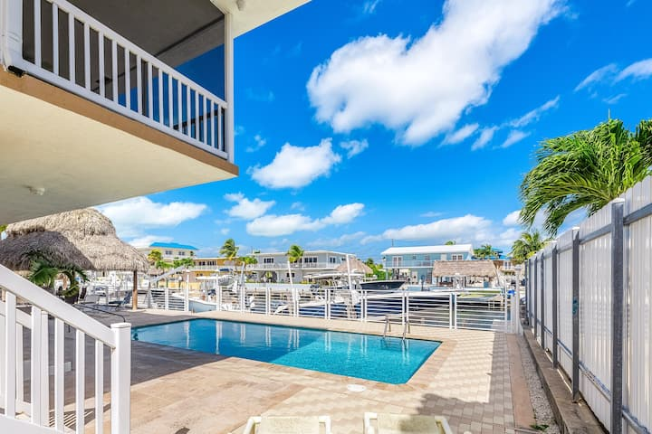 Gorgeous waterfront suite with private pool & cabana + boat dock & full kitchen!