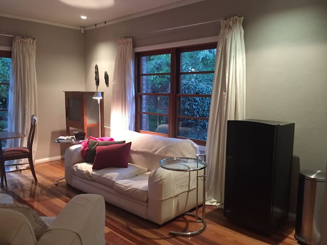 Red House Garden Retreat - Narrabundah