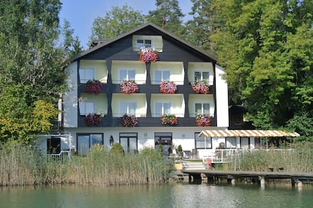 Room for two in a guesthouse, direct lake access! - Seelach - Szoba reggelivel