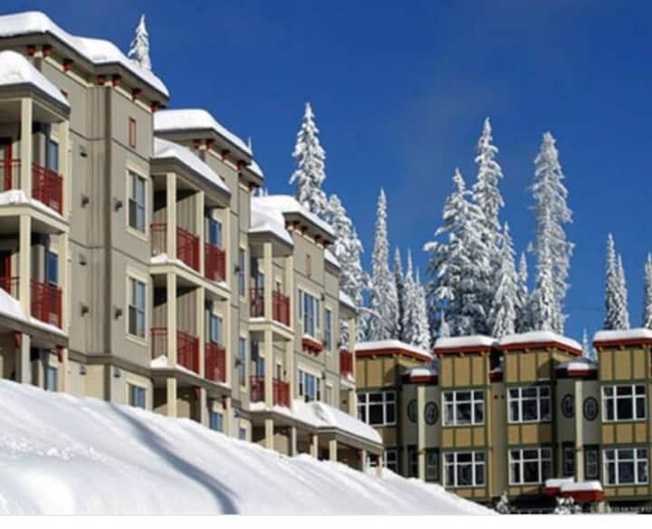 Silver Queen Studio at Creekside - ski in ski out