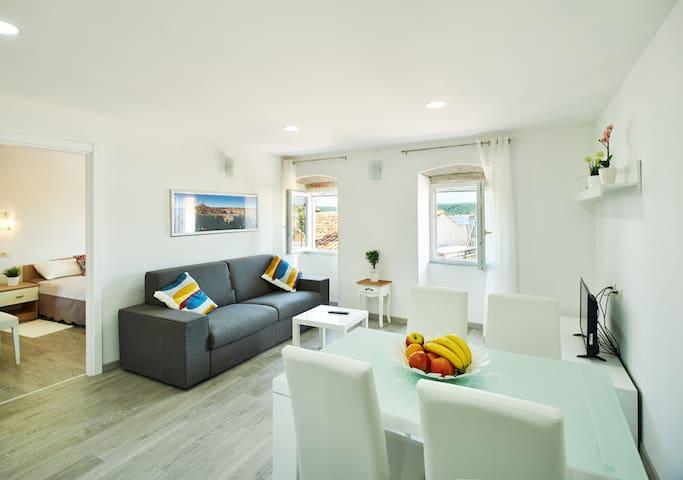 Rovinj, two-bedroom apartment charming sea view