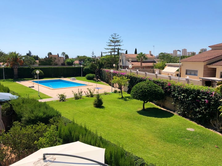 House with 3 bedrooms in Sant Joan d'Alacant, with wonderful mountain view, shared pool, furnished terrace