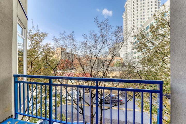 Apartment w/ balcony, city view & shared pool, hot tub, and gym!