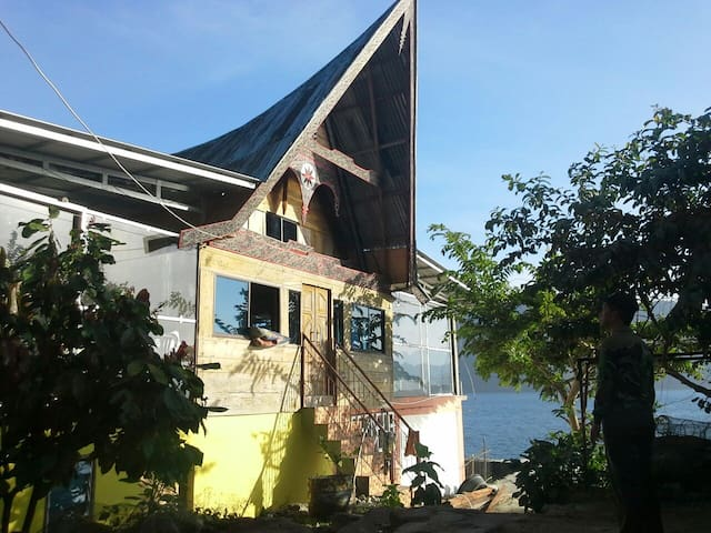 Homestay Silimalombu2 - Onan Runggu - Bed & Breakfast