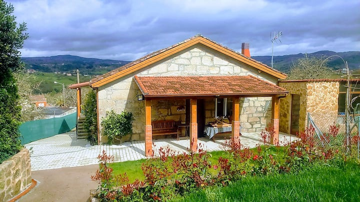 House between the Ribeira Sacra and Ourense