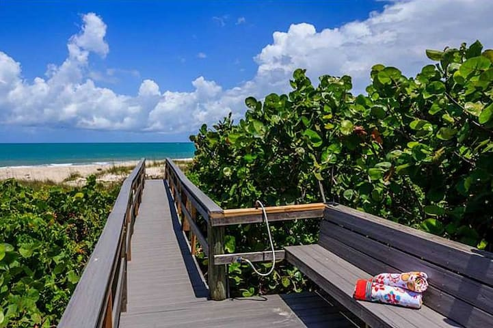 Beach Retreat East of A1A - Vero Beach - Casa