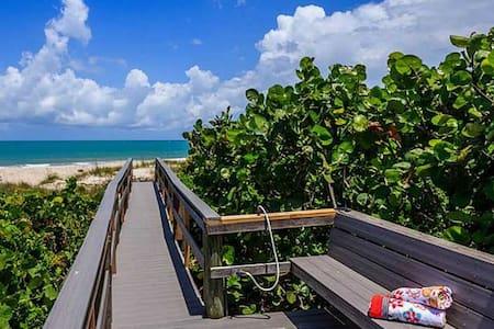 Beach Retreat East of A1A - Vero Beach - Dom