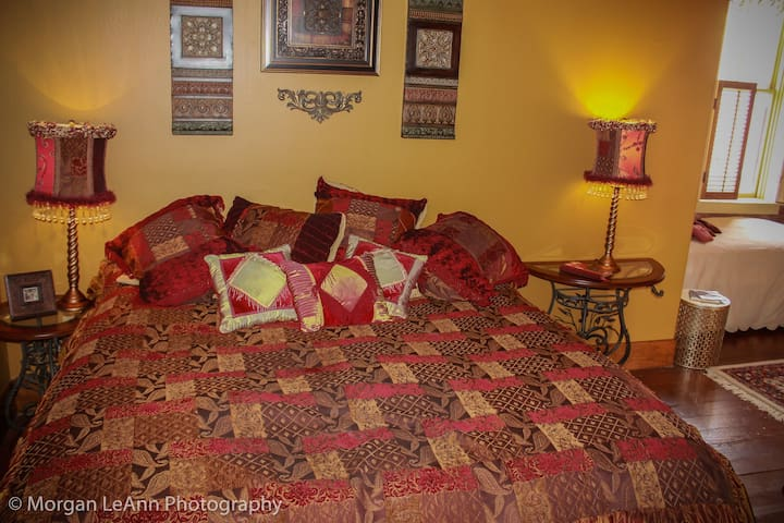 The Madame's Suite - The Shady Lady Bed & Breakfast