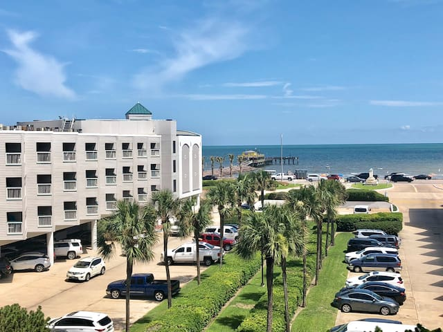 Top Floor Ocean view Condo/heated pool