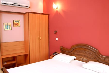 Hotel D R International - Ambala Cantt - Szoba reggelivel