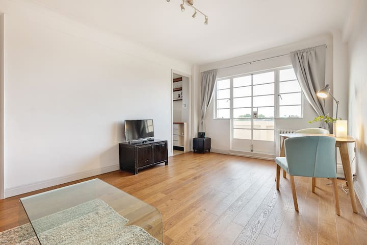 Spacious LOFT in Notting Hill
