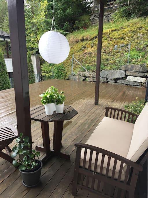 Stor sørvendt terrasse