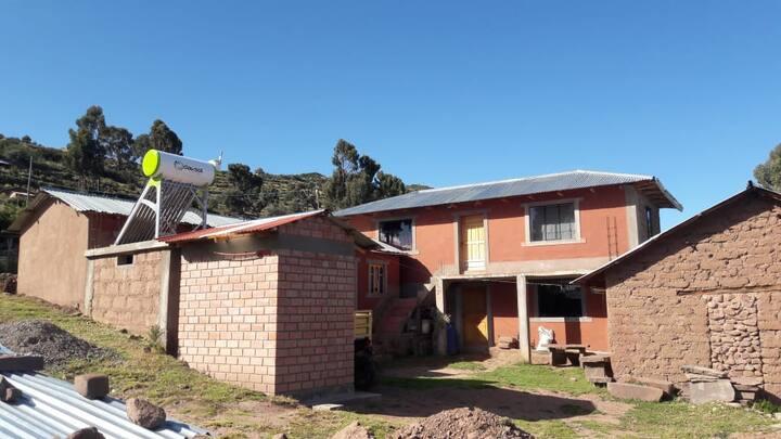 habitaciones rusticas con vistas al lago titicaca