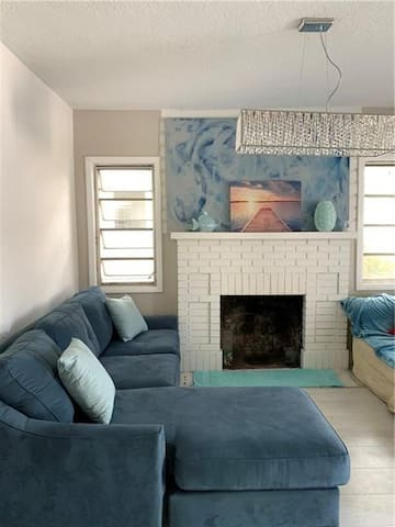 Gorgeous Charmer Right by Downtown and The Beach!