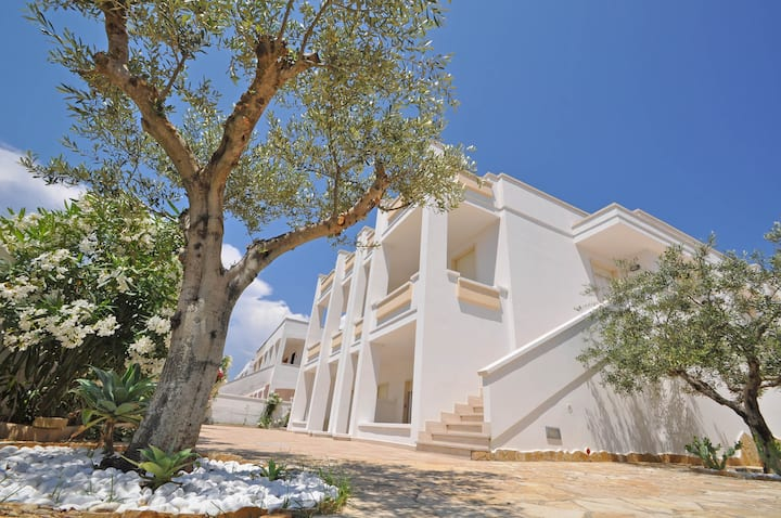 Villa sleeps 6 a few meters from the sea