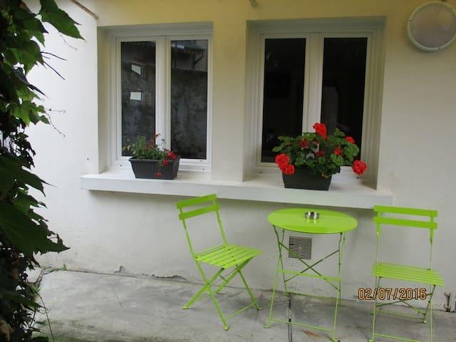 Petite maison avec cour au coeur de la ville - Bagnères-de-Bigorre - Apartment